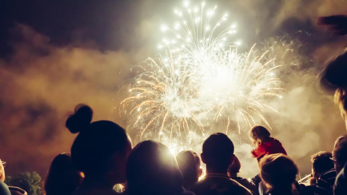 Vuosi vaihtuu pian – tunnetko nämä uuden vuoden taiat maailmalta?
