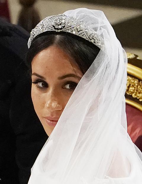 Prinsessa Eugenie rikkoi perinteitä - ei lainkaan huntua, korut lahja sulhaselta