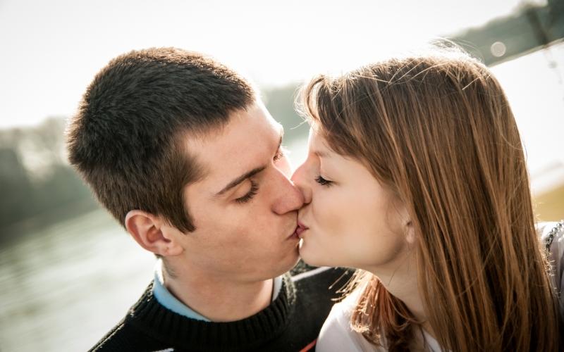 dating 3 viikkoa ei suudella